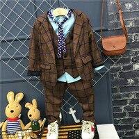 As crianças se vestem ternos meninos Inglês pequeno terno + colete + calça 3 conjuntos Menino Da Flor Do Casamento Desempenho de Piano Cômoda