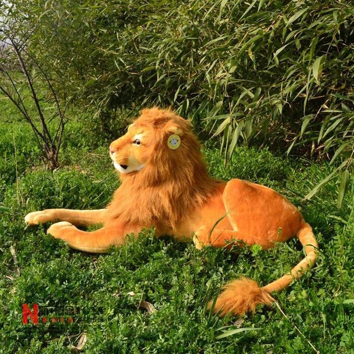 Énorme simulation belle lion jouet grande peluche créative couché lion poupée en peluche cadeau environ 130 cm 2411