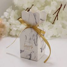 цена Emerra 50Pcs Green Forest Marriage Box Flamingo Diamond Sugar Box Small Packing Box European Creative Return Box онлайн в 2017 году