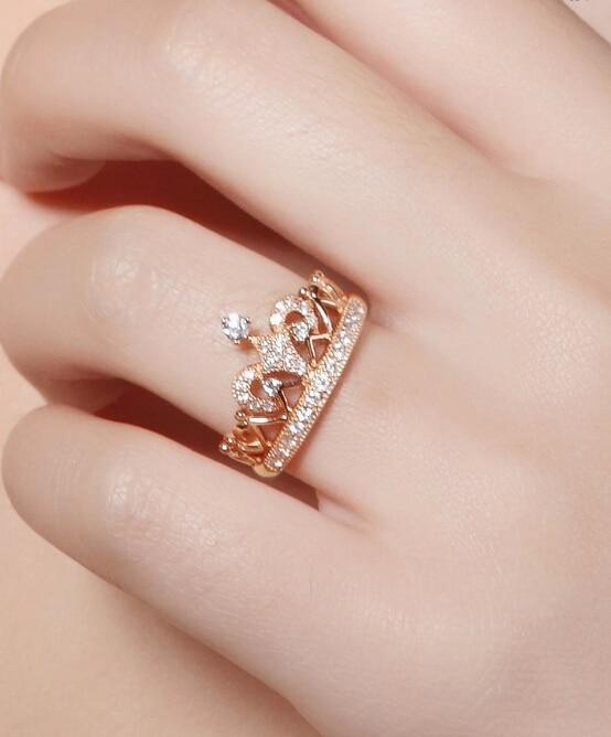anillo en forma de corona de pandora