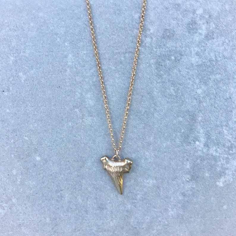 مبالغ كبيرة القرش الأسنان قلادة قلادة بسيطة بسيطة الإناث سبائك الاكسسوارات والمجوهرات العصرية مثير الشرير القوطية جلدية سماع