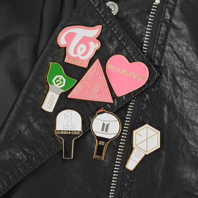 Kpop Fandom Kim Loại Huy Hiệu Pin Bangtan Boys Quân Đội Blackpink EXO GOT7 MƯỜI BẢY HAI LẦN MUỐN MỘT Lightstick và Thiết Kế Logo Pin trở lại