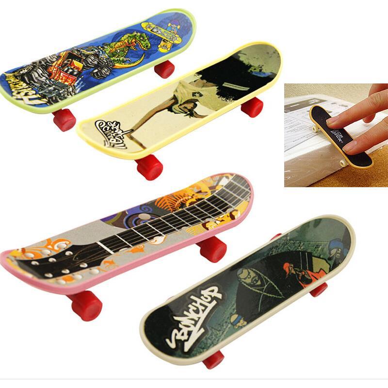 1PCS New Hot Selling Cute Party Favor Toy Kids children Mini Finger Board Fingerboard Skate Boarding