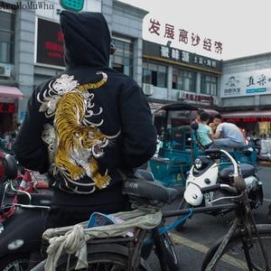 Image 4 - AreMoMuWha מקורי Juling במבוק יער טייגר רקום גברים של סלעית בפלאש חם סווטשירט סיני סגנון Streetwear QX1097