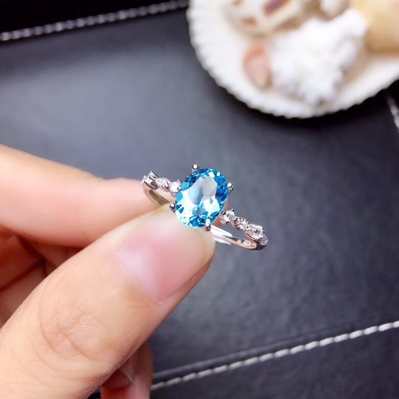 simple clear sky blue Topaz gemstone  ring with 925 silversimple clear sky blue Topaz gemstone  ring with 925 silver