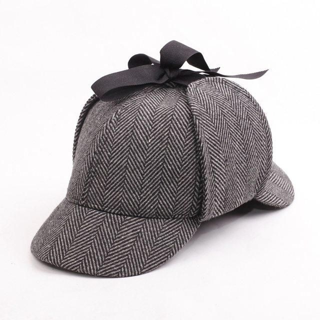 Sherlock Cosplay Cap Bonés de Beisebol Chapéu Holmes Deerstalker Acessórios  Do Presente Do Vintage Duas Abas Novidade Detetive Earflaps 184ff0107ed