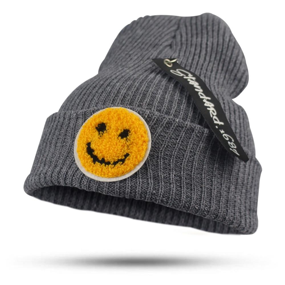 2017 Fashion Solid Smile Face Pendant Hat for Women Girls Men Knitted Hats Female Black Autumn Winter Beanies bonnet Skullie Cap три богатыря щит цвет зеленый желтый