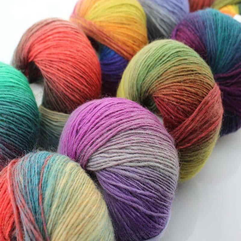 200g 4 Écheveau 100% Mérinos Laine Crochet Fil Épais Pour Main à tricoter  Laine Un Tricoter Arc-En-Espace Teints Bébé De Laine Fils fil 9440285975c