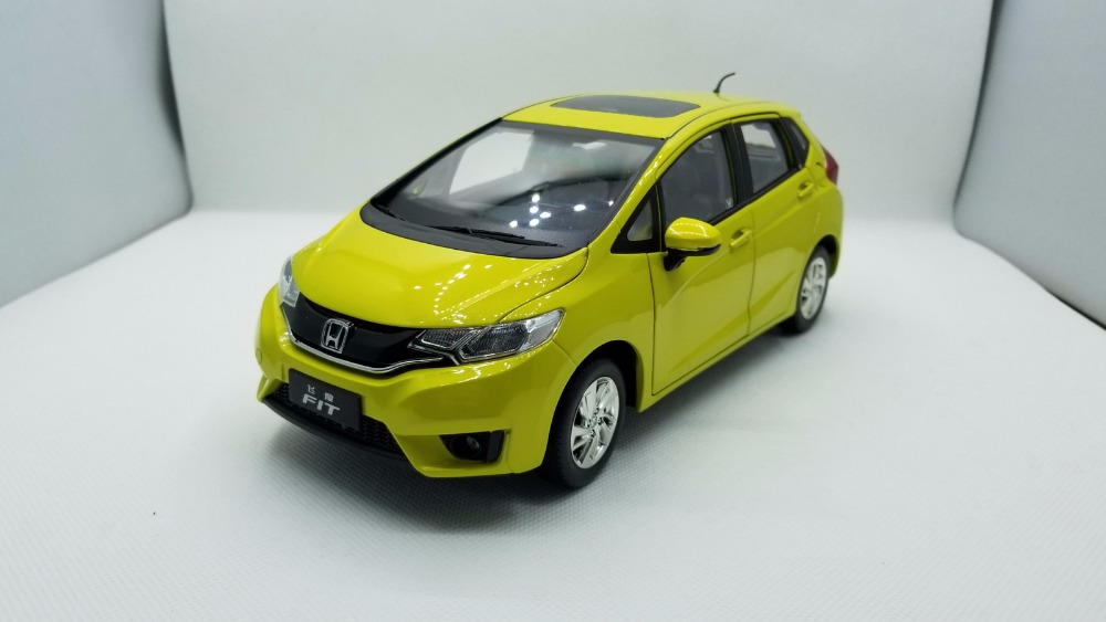 1:18 Diecast Model for Honda Fit Jazz GK5 2014 Yellow Hatchback Alloy Toy Car Miniature Collection Gifts blue 2014 1 18 mazda 3 axela hatchback diecast model car mini model car kits 2 colors available limitied edition hatch back