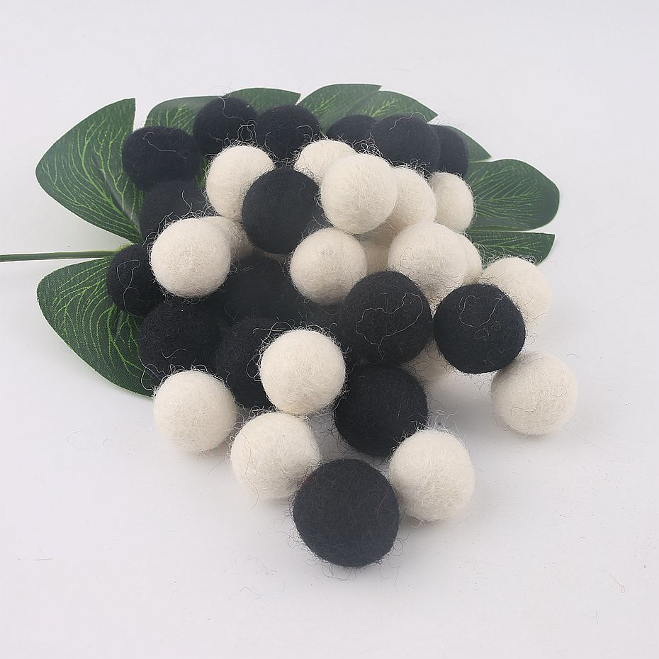 100% Wool Felt Balls 50pcs 20 Mm Color Snow White And Black Lovely Balls Home Bedroom Wall Kids Gifts Wool Balls Rattle