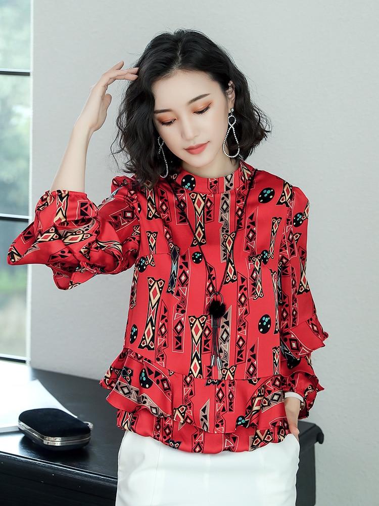 Veste rouge pour robe noire