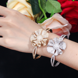 Image 2 - Pera luksusowe żółte złoto kolor pełna Shinning cyrkonia duże kwiatowe kształt bransoletka i pierścień kobiety biżuteria na przyjęcie zaręczynowe Z031