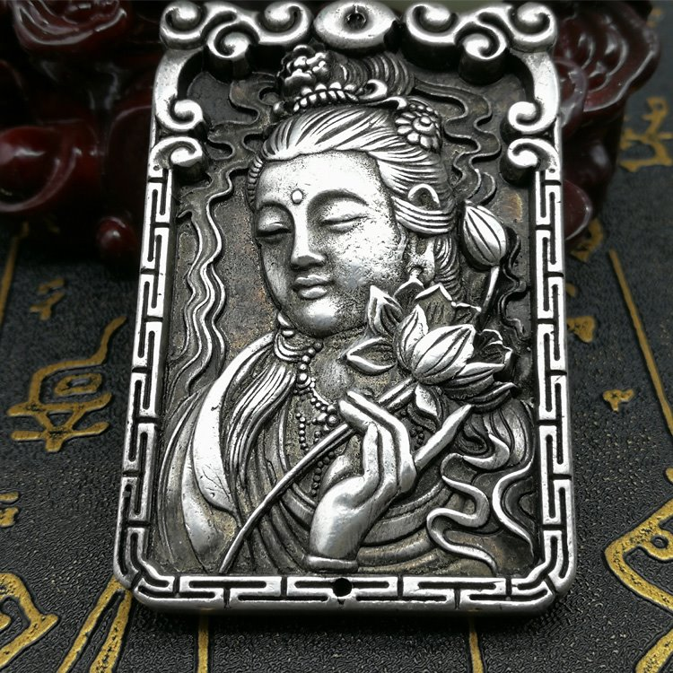 China Collectible Old Miao Silver Carving Guanyin Bodhisattva Kwan-yin Buddha Metal Crafts Pendant Necklace