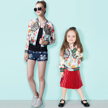2016 Осень весна Семья Соответствующие Наряды Девушки с длинным рукавом Бабочка вышивка Короткие бейсбол куртка детская одежда