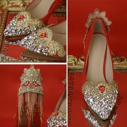 Bruiloft Schoenen Rode Kleur Chinese Nationale Paleis Tetro Stijl Strass Kwastje Gouden Kant Bloem Hele Koop Vrouwelijke Bruid Pompen
