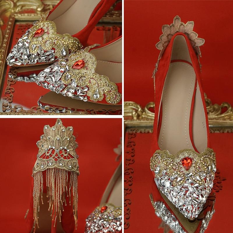 Chaussures de mariage couleur rouge chinois National Palace Tetro Style strass gland or dentelle fleur en gros femelle mariée pompes