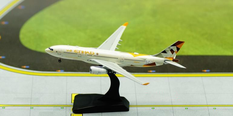JCWINGS 1:400 Etihad Airways Airbus A6-EYD 330-200 aircraft model Collection model