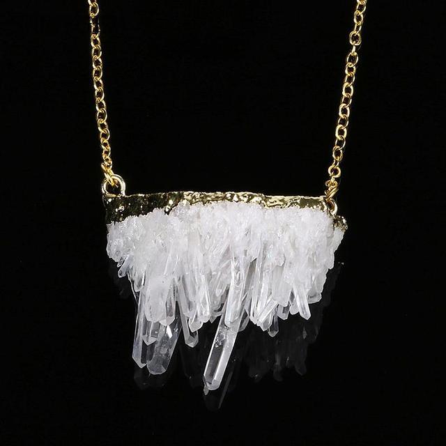 2b2a08868138 Chapado En oro de Piedra Natural Colgante Conector Freefrom Blanco Poder  Curativo de Cuarzo Cristal De Roca Cluster Mujeres Collar de La Joyería en  ...