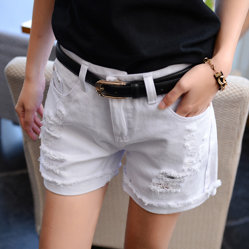 2016 spring and summer the new white hole denim shorts female Korean version of the loose