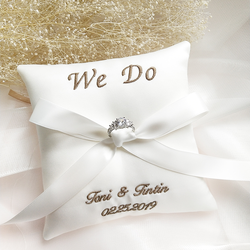 Free shipping1pcs custom embroidered name date ribbon engagement wedding decoration marriage proposal idea we do ring pillow image