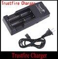 TrustFire TR001 Lítio Multifuncional Carregador de Bateria para 18650 18500 17670 16340 14500 10440 Preto (1 PC AA)