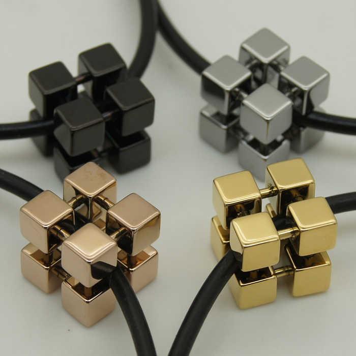 Placcatura nera sporty geometrica del cubo magico hi-tech antigraffio tungsteno collana