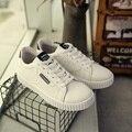 2017 Más Nuevos Clásicos Zapatos Casuales Sólido Blanco Los Hombres de Moda Casual Zapatos de Marca Barata Para Hombre Entrenadores Pisos Zapatos Valentín Femme
