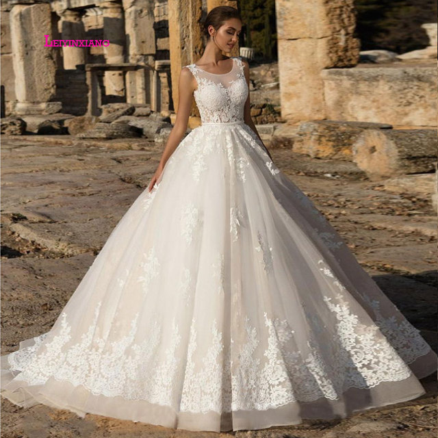 LEIYINXIANG Sexy Sweetheart Lace Ball Gown Wedding Dresses 2019 Applique Beaded Flowers Court Train Bride Gown Vestido De Noiva