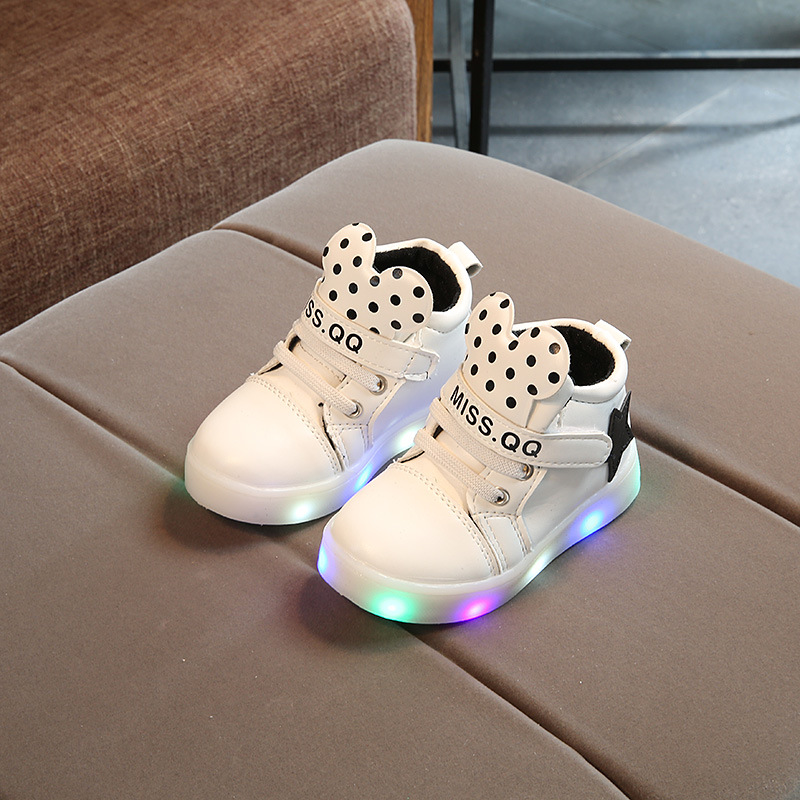2019 New Baby Boys Girls Luminous Sports Shoes LED Lumineus Sneakers Children Cartoon Non-slip Shoes Kids Casual Shiny Star Shoe