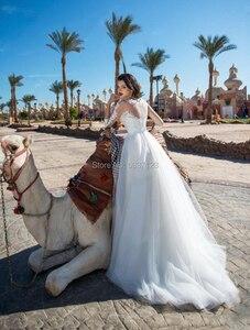 Image 2 - Bir Çizgi Gelinlik Dantel Aplikler Üç Çeyrek Düğme Illusion gelin kıyafeti Gelin Evlilik Longo Vestido De Novias