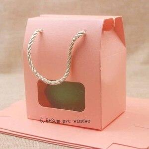 Image 1 - Feiluan 50 pcs in bianco della maniglia di carta contenitore di regalo con il cuore/retangular finestra in pvc contenitore di regali/della caramella di/wedding favore di cerimonia nuziale casella di visualizzazione borsa