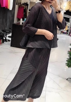 Miyake new Style v-neck three quarter T-shirt in the fold calf-length pants two-piece outfit IN STOCK