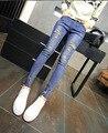 2016 nueva Corea moda mujer mostrar thin remache agujero vaqueros pantalones lápiz pies femeninos