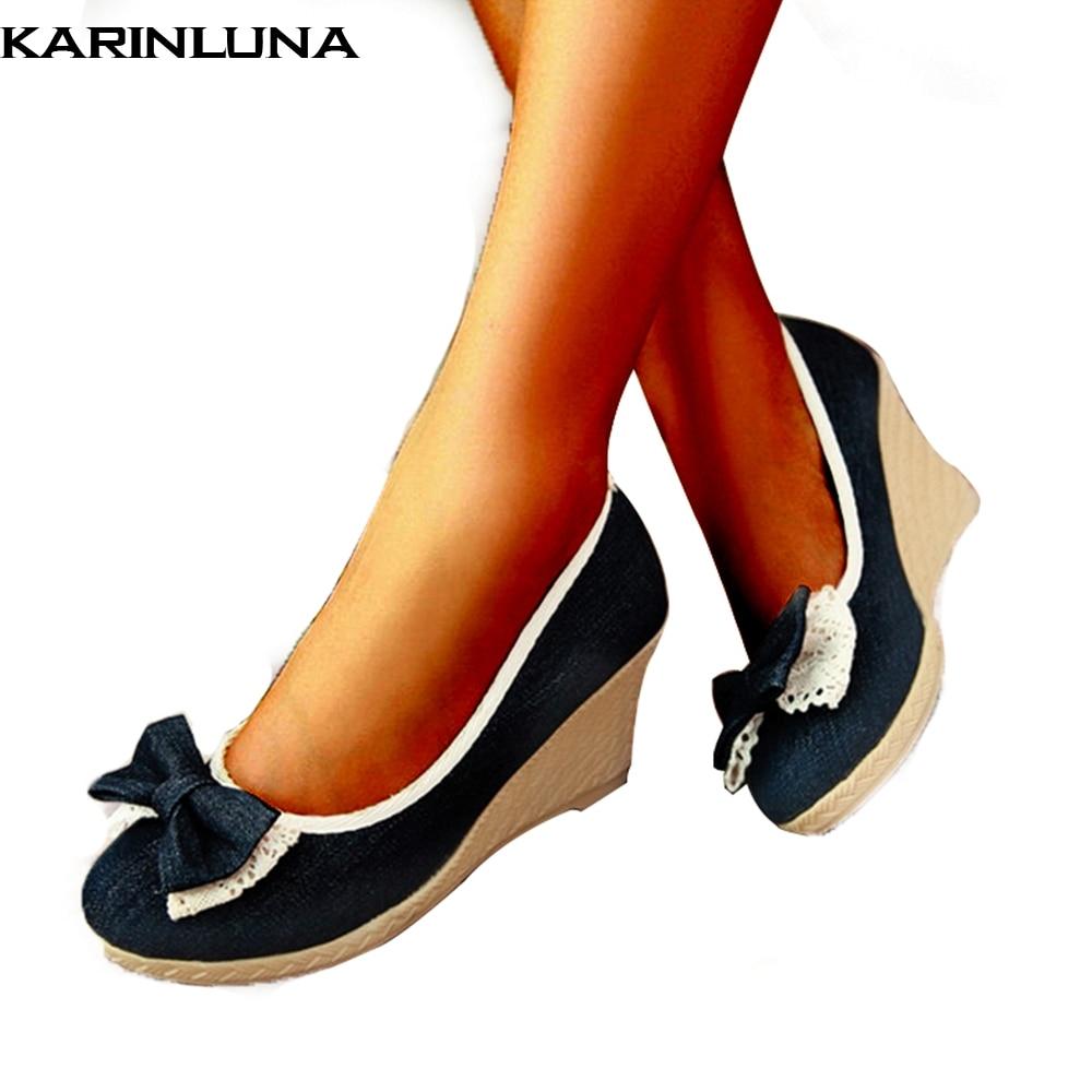 c19bf6a0b9 Comprar KARINLUNA 2018 dropship por atacado Primavera verão Denim Pano doce  Arco sapatos Rasos sapatos de Mulher Bombas cunhas de Salto Alto Mulheres  ...