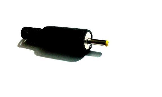 100 pcs 2.5mm x 0.7mm DC cabo de Alimentação Plugue Macho Adaptador Conectores de Plástico