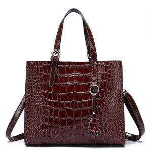 Image 5 - MR. L duża torba kobieca fala wzór krokodyla duża pojemność kobieta szerokopasmowa czerwona torba dzikie pojedyncze ramię przewieszona torebka Crossbody