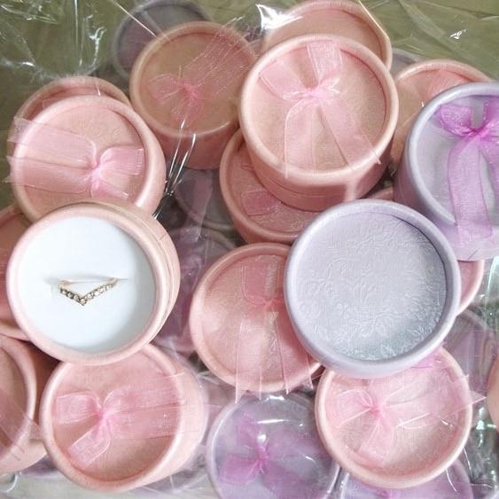JewOrna Wholesale 20pcs/lot Diameter 5cm Gift Boxes Ring Earring Small Carton Box Bowknot Case Jewelry Package Organizer COM001