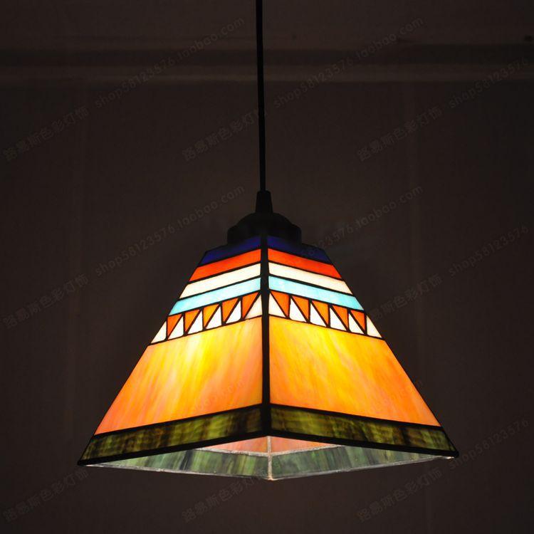 Lustre de style espagnol Tiffany petit restaurant avec bar Arts fenêtres et éclairage de salle de soleil