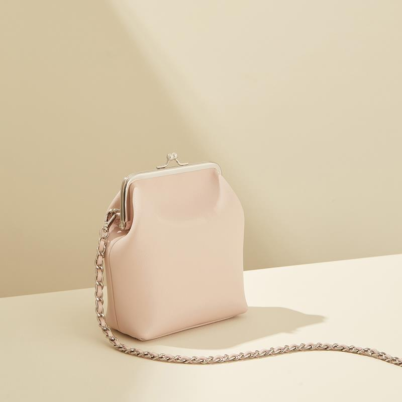 Real cowhide women's bag 2019 new simple chain white diagonal across the small square bag women wholesale retail free shipping