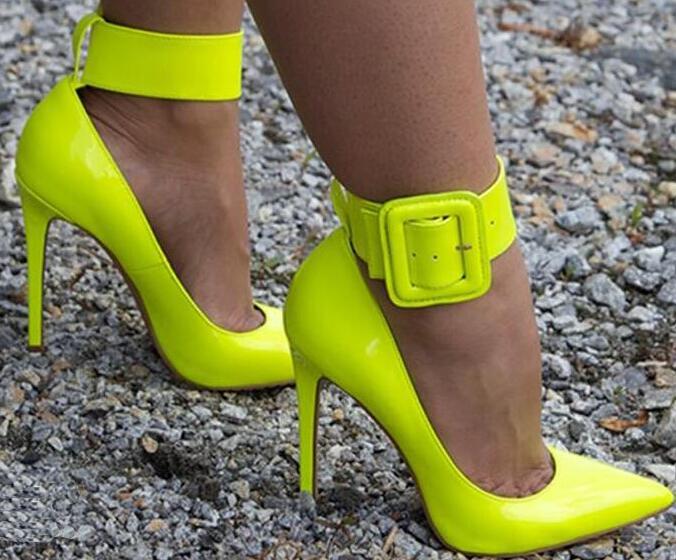 Épaissir la cheville boucle dames Sexy bout pointu pompes mode néon cuir verni dames talons hauts blanc Python cuir Stiletto