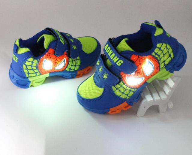2016 NUEVOS Niños Iluminan Zapatillas Niños LED Luminoso Zapatos de bebé zapatos de niña Zapatillas de chicos