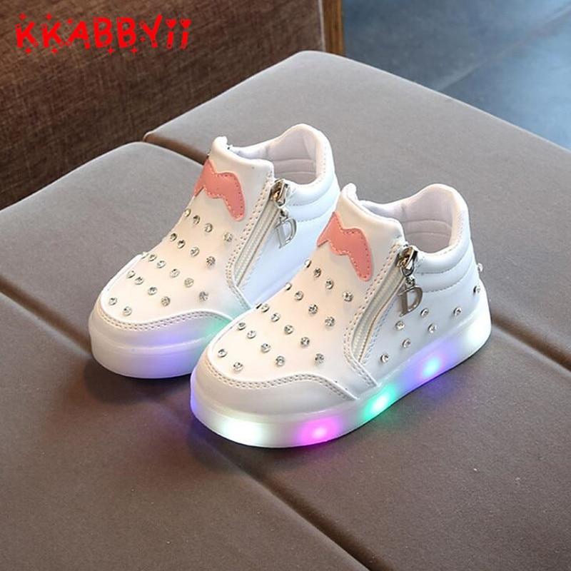 Nueva primavera otoño niños LED Zapatos para niño Niñas sneakers niños dibujos animados sneakers con la luz suave deportes led zapatos