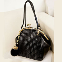 2015 New Fashion Luxury Women Handbag Shoulder Bag PU Leather Black Seashell Bag Famous Designer Vintage