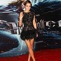 Vestido de Festa impresionante Sexy Mini Short negro Emma Watson Celebrity vestidos con manga del casquillo del cordón y de la pluma del partido Vestido de fiesta