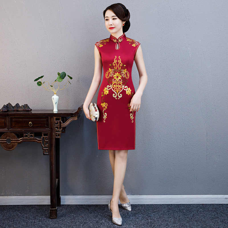 2019 New Summer Embroidery Cheongsam Elegant Women' s Handmade Button Dress Short Sleeve Knee Length Sexy Short Dress M-XXXXL