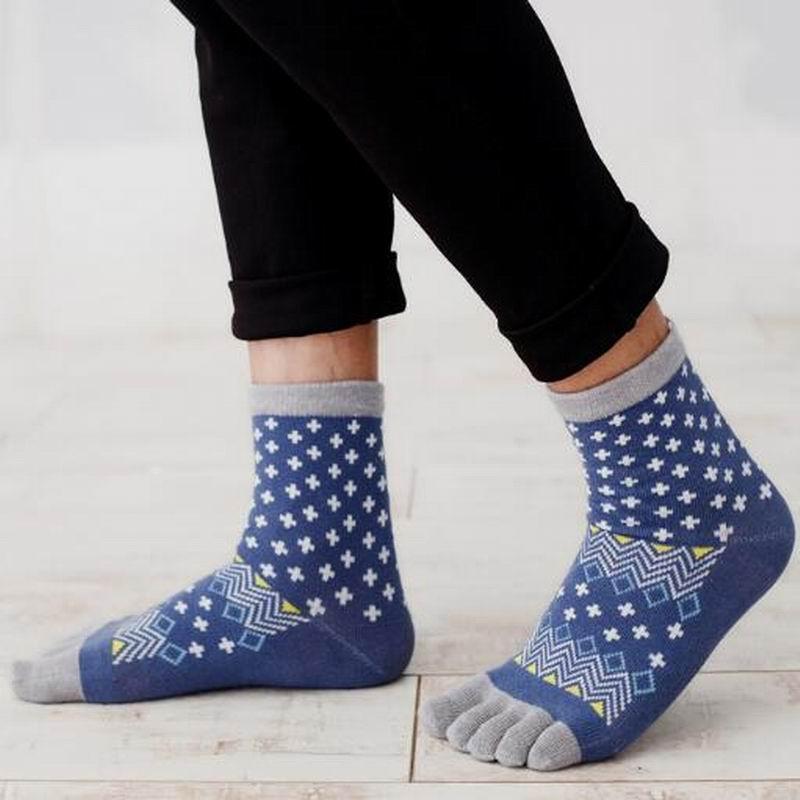 High Quality Men Socks Long Cotton Socks Male Warm Soft Pure Color cartoon Five Finger Toe Socks Men Cotton Socks 3pairs/lot Q22