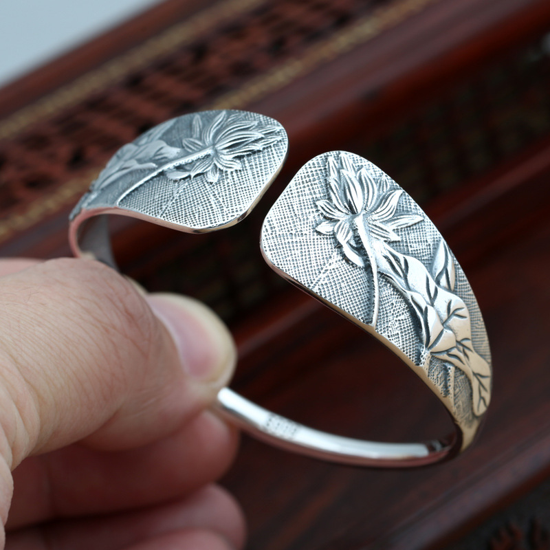Wholesale S999 Sterling Silver Jewelry Retro Thai Silver Simple Bangle Carved Lotus Petal Ladies Face Open Ended Bangle