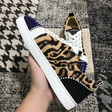 Low-Cut Giallo Lace-Up Della Stampa Del Leopardo Dei Capelli del Cavallo  Rivetti Anteriore Pattini Inferiori Rossi Sneakers In P.. 3c4122fee4f