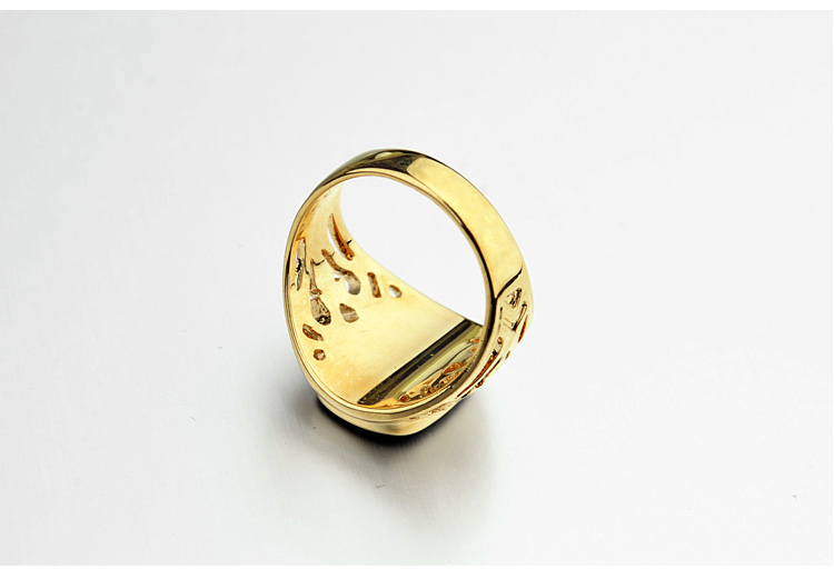 Gold-Italina-Ring-With-Pattern-And-Glossy-Black-Square-4