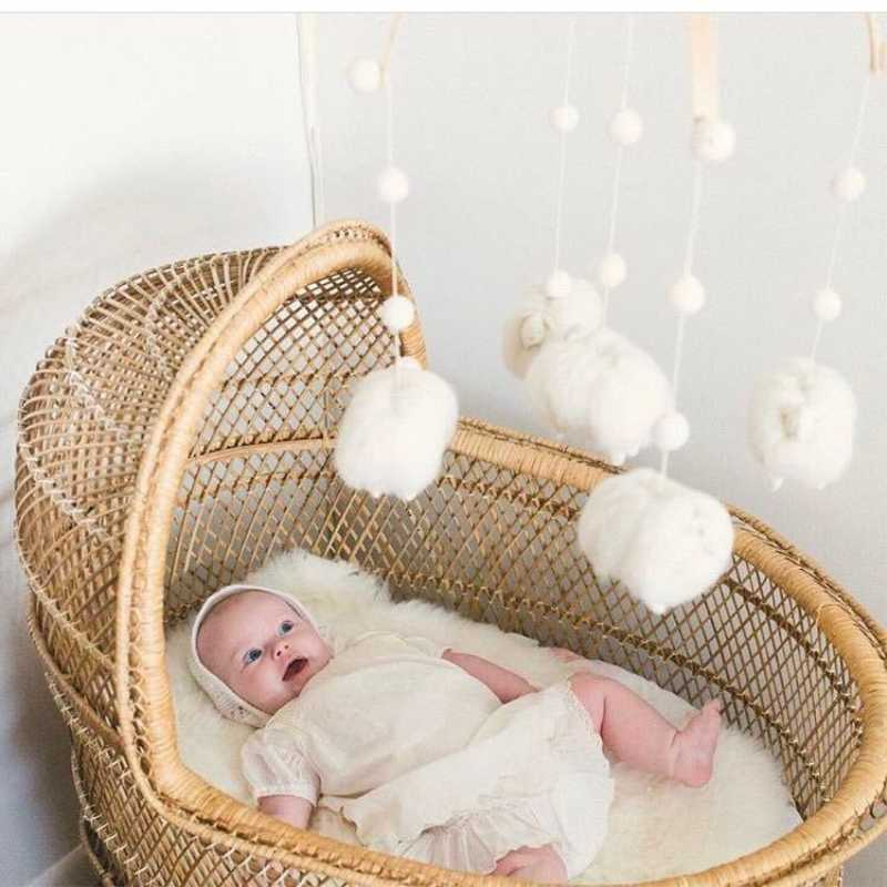 Baby Bed Crib Cute Wooden Rattles Natural Wood Bead Felt Animals Toys Kids Children Room Decoration